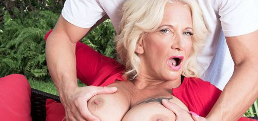 Brooklynn Rayne, a 50-year-old wife and mother of four from South Florida, has big tits, blonde hair and a very horny way about her, which means she has no trouble attracting young cock. Here, she attracts some 28-year-old cock, so the guy is young en...